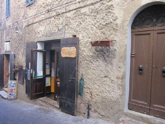 L'Antica Vetreria: The little bar where we started and ended each day.