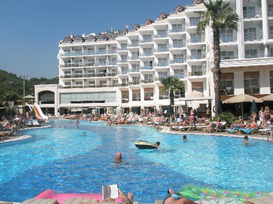 SunConnect Grand Ideal Premium: Enorm zwembad met glijbaan en pierebad