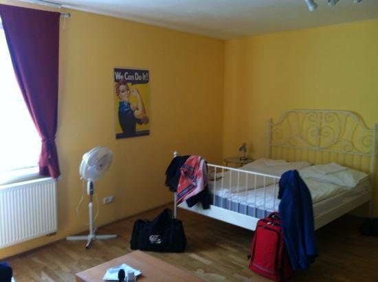 Capital Apartments: One of the 4 large rooms! other room had iPod docking station and flat screen tv!