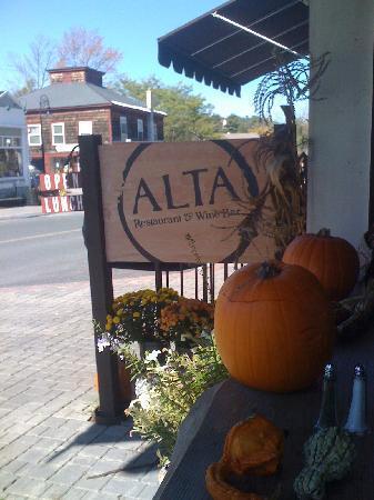 Alta Restaurant & Wine Bar: Altra entrance ready for autumn!