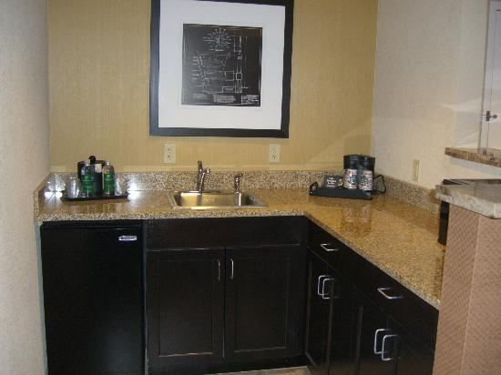Holiday Inn Hotel & Suites Memphis-Wolfchase Galleria: Suite Kitchen