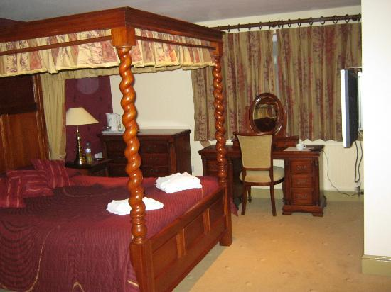 Tudor House Hotel: Another bedroom
