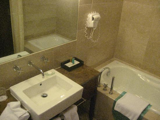 Fortune Hotel Xiamen: Bathroom