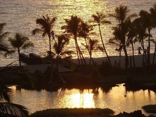 Waikoloa Beach Marriott Resort & Spa: sunset from balcony of ocean front room