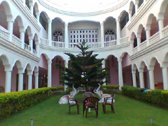 Hotel Santana: Should have been named Palace Santana :-)
