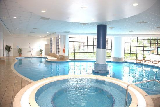 Crowne plaza resort colchester five lakes essex for Swimming pool room decor