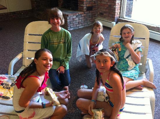 Malibu Dude Ranch: Kids enjoying the heated indoor pool