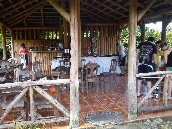 Hotel Coloso Arenal : the ranchito where breakfast is served