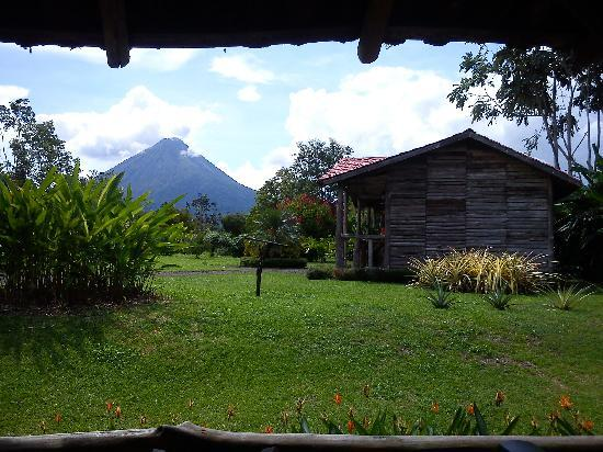 Hotel Coloso Arenal: accomodations and volcano view