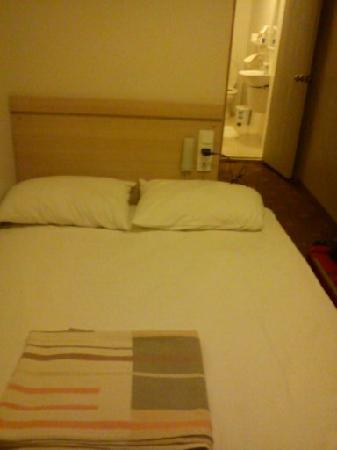 Melita Hotel: My bed in single room