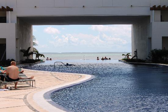 Secrets Silversands Riviera Cancun: endless pool
