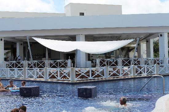 Secrets Silversands Riviera Cancun: Seaside Grill/Swim-up Bar Pool