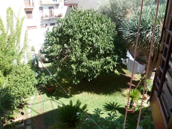 Il Dammuso vacanze short lets: vue sur le jardin