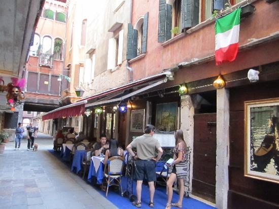 Al Paradiso : Outside seating.