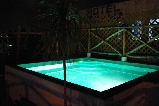 Hotel Las Palmas: our pool is open 24 hours a day - enjoy the moon and stars!
