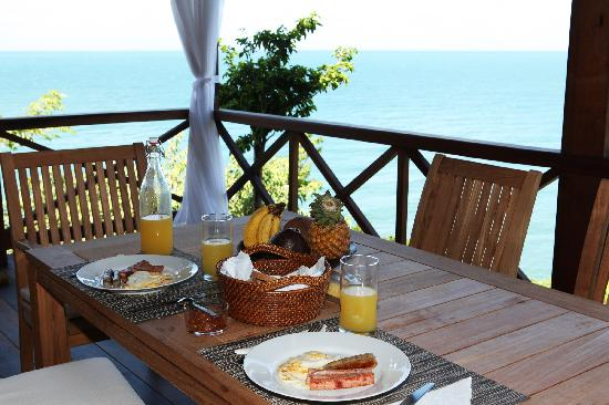 Secret Bay: Breakfast on the veranda with a view of the beautiful Caribbean sea all around us