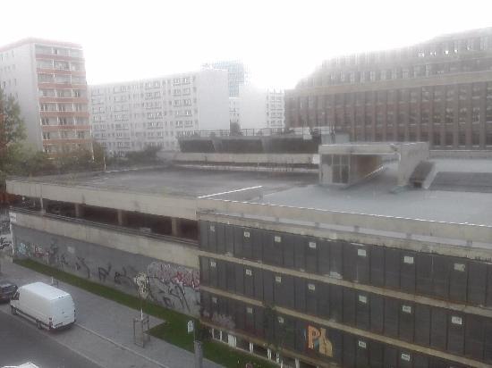 H2 Hotel Berlin Alexanderplatz: unsere Aussicht :-(