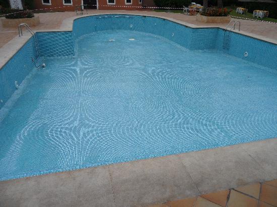 Oasis Hotel Agadir : piscine vide
