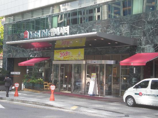 โรงแรมไอบิส แอมบาสซาเดอร์ โซล: The hotel front
