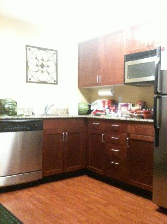 Residence Inn St. Louis Downtown: The kitchen