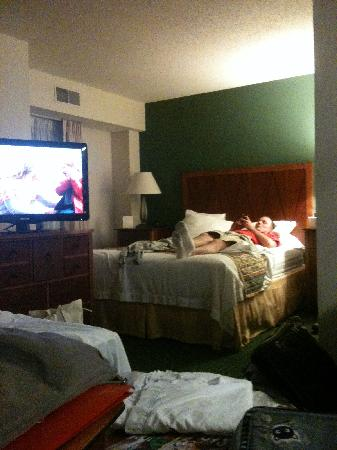 Residence Inn St. Louis Downtown: Sleeping area in one bed with pull out suite