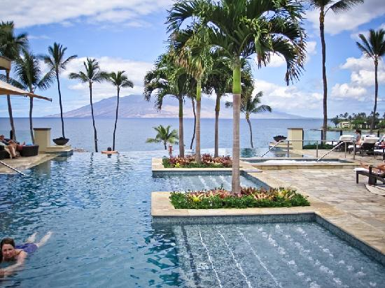 Four Seasons: Serenity Pool