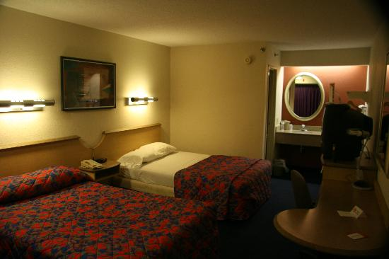 Red Roof Inn Milford - New Haven: Standard two person room