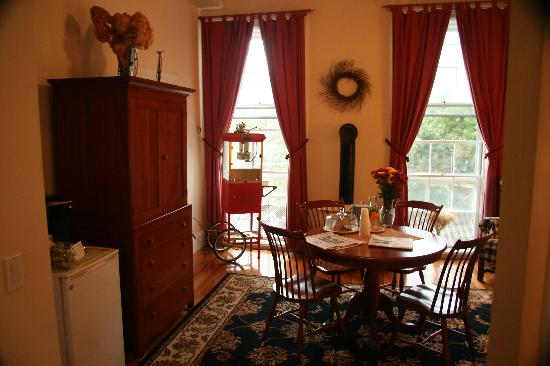 Christopher Dodge House: Room with news papers and cookies