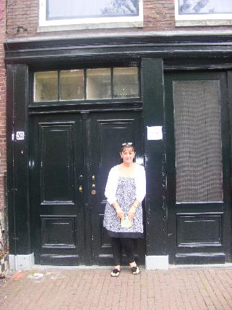 B&B Jordaan: Outside Ann Franks House July 2011.
