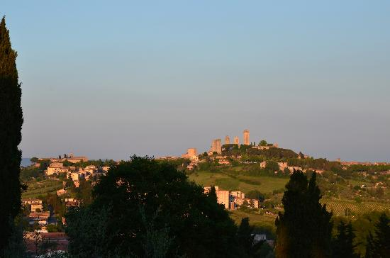 Podere Montese: Perfect view of San Gimignano from the patio.