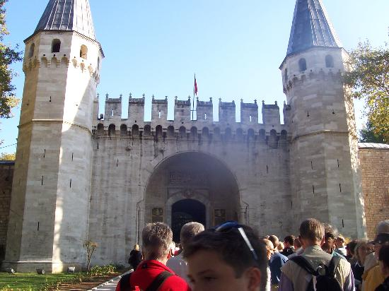 Gateway and entrance to Topkapi Palace