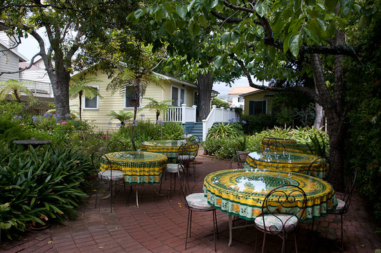 The Secret Garden Inn : patio