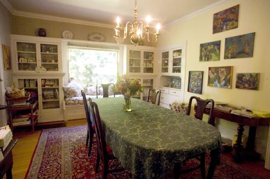 The Secret Garden Inn: Dining room