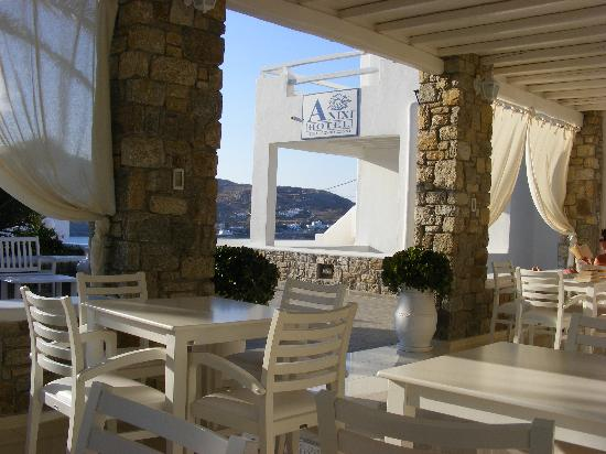 Anixi Hotel Mykonos: View from reception.
