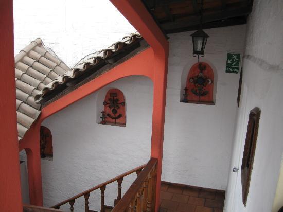 Hostal El Patio: Staircase down