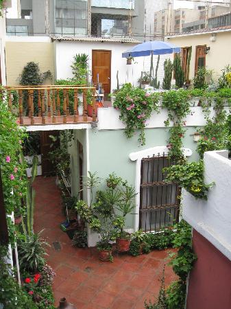 Hostal El Patio: Looking the other way from the second floor