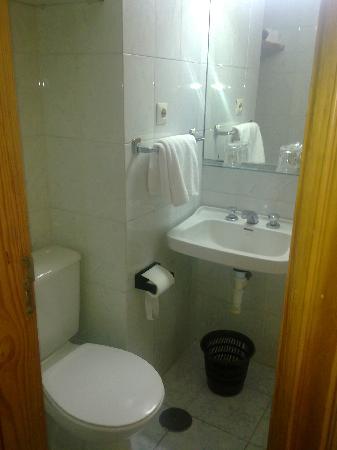 Hotel Tenerife Ving: Baño.