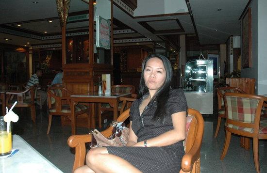 The Park Hotel: Siriporn dans le lobby du Park Hotel de Chiangmai