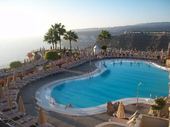ClubHotel Riu Vistamar: One of the two pools at the end of the day.