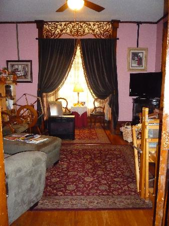 Philippi, WV: Parlor with TV