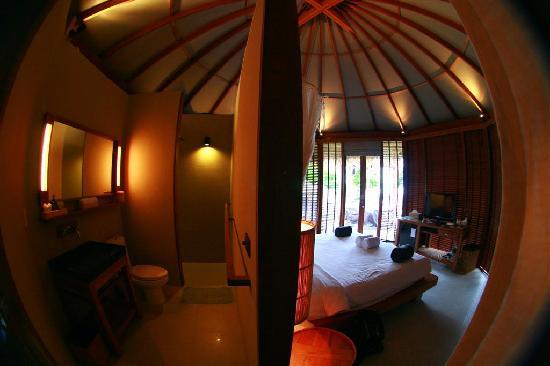 Haadtien Beach Resort : La Habitacion, vista desde la separacion de la habitacion con el lavabo