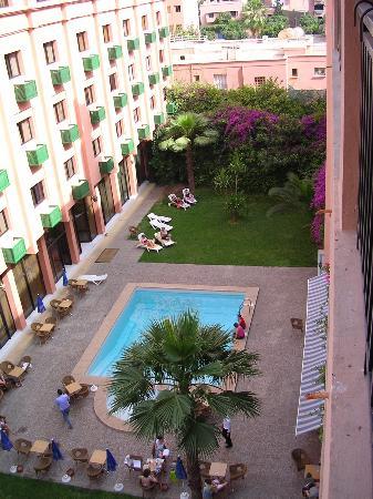 Meriem Hotel : la piscina e l'hotel