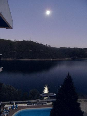 Estalagem Lago Azul: View from room III - at night