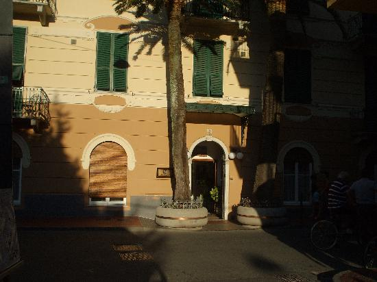 Hotel Nazionale: Entrance to hotel