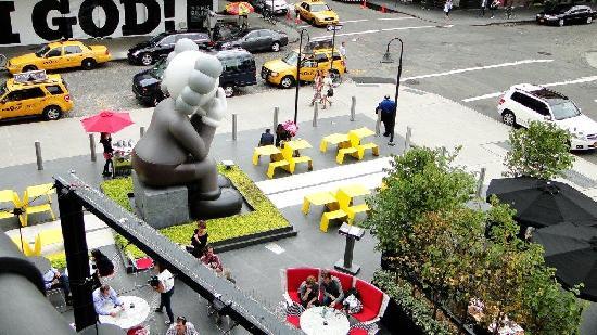 The Standard, High Line: Vista ingreso hotel desde High Line