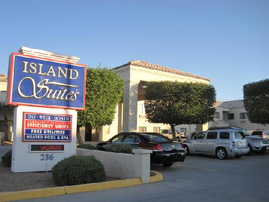 Island Suites: Front entry