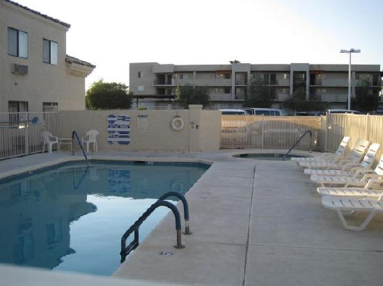 Island Suites: Pool