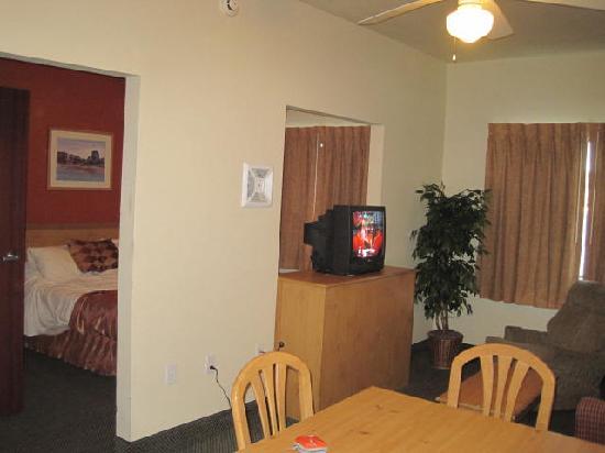 Island Suites: Room