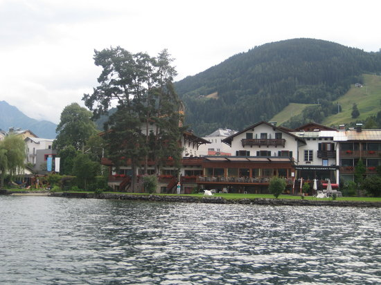 Seevilla Freiberg: Hotel from lake