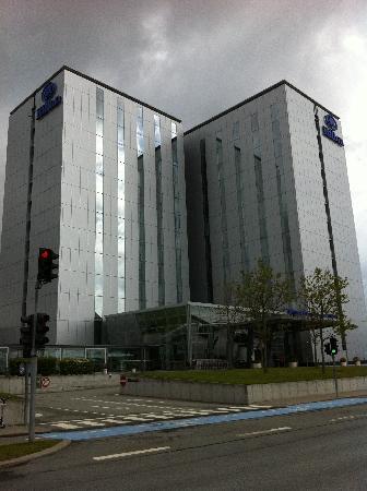 โรงแรมฮิลตัน โคเปนเฮเกน แอร์พอร์ท: hotel exterior